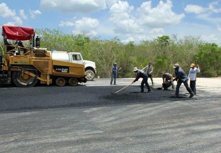 En 2016, el gobierno estatal planea una fuerte inversión de recursos para la red carretera, nuevas escuelas, alumbrado público municipal y caminos saca cosechas, entre otras obras públicas. (Imagen de contexto/ SIPSE)