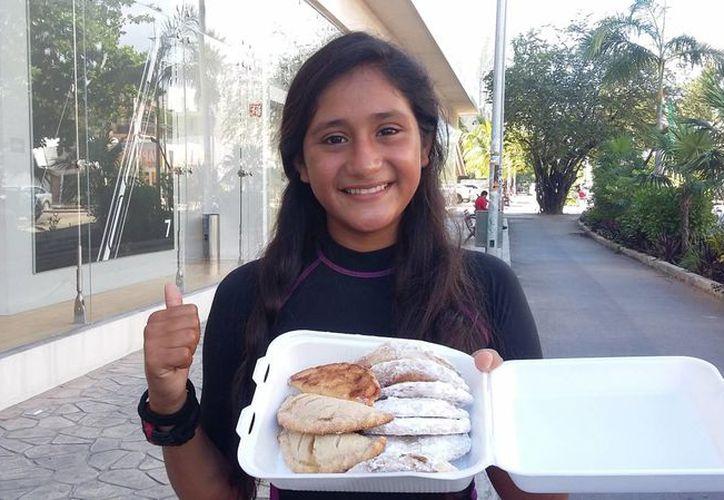 Jennifer Berenice Martínez Oviedo es campeona nacional de Windsurf y está recaudando dinero para ir al mundial en Italia. (Daniel Pacheco/SIPSE)