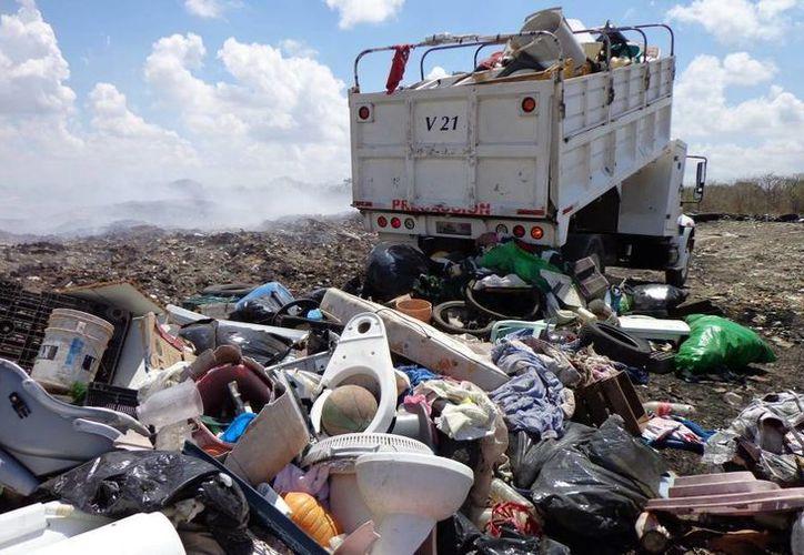En los cuatro operativos previos se han recolectado más de cuatro mil toneladas de cacharros en colonias y comisarías de Mérida. (Archivo/ Milenio Novedades)