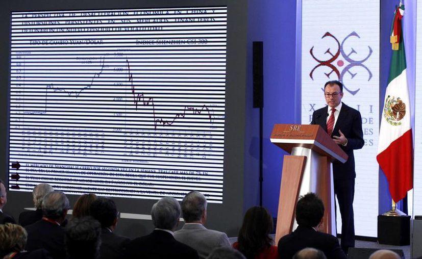 El secretario de Hacienda y Crédito Público, Luis Videgaray, durante su intervención en la XXVII Reunión de Embajadores y Cónsules de México. Ahí destacó que el país está preparado para enfrentar las turbulencias financieras mundiales. (Notimex)