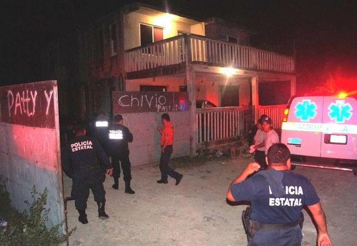 Al lugar acudieron varios elementos de la Policía Estatal Preventiva, quienes fueron atendidos por un joven. (Redacción/SIPSE)