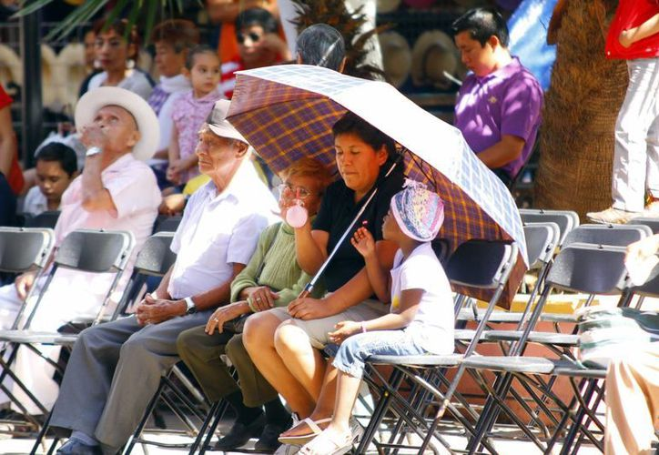 """El domingo al mediodía hubo """"calorcito"""", pues el cielo estaba despejado. (Juan Albornoz/SIPSE)"""