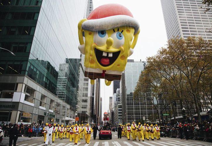 El enorme globo de Bob Esponja fue uno de los más aclamados en el 90 desfile del Día de Acción de Gracias de la tienda neoyorquina Macy's. (EFE)
