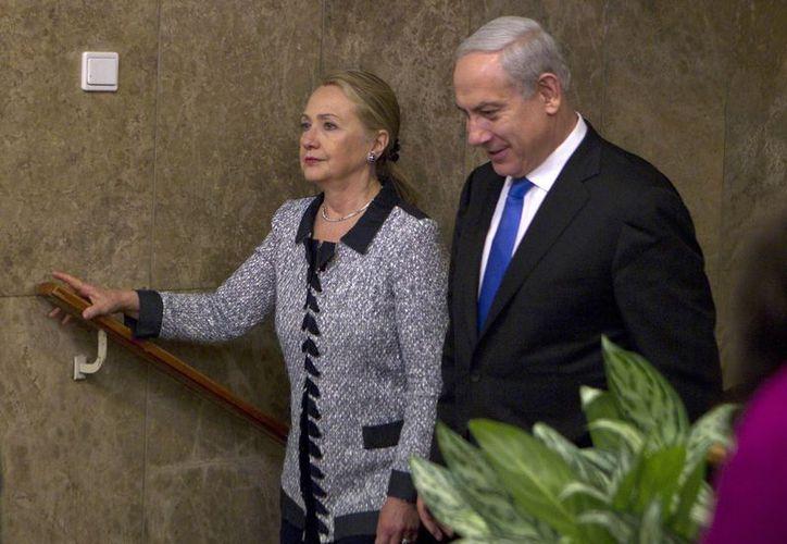 Benjamin Netanyahu se reunió con la secretaria de Estado de EU, Hillary Rodham Clinton. (Agencias)