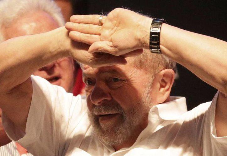 Imagen del 12 de enero de 2017 del ex presidente de Brasil, Luiz Inacio Lula da Silva. El exmandatario podría ir a prisión por su por su implicación en el caso Petrobras. (AP/Eraldo Peres)