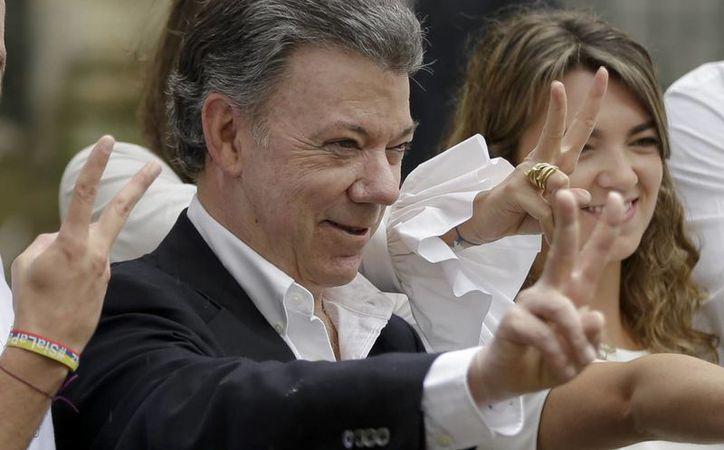 El presidente Juan Manuel Santos sorprendió con el anuncio de mantener el cese bilateral al fuego, tras el resultado del plebiscito en el que los colombianos votaron por el No al Acuerdo Final de Paz con las FARC. (AP/Ricardo Mazalan)