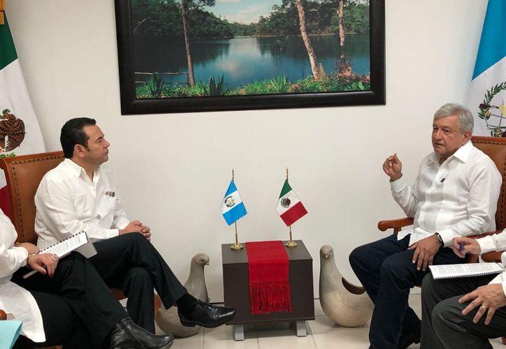 AMLO en reunión con el presidente de Guatemala Jimmy Morales (La Jornada)