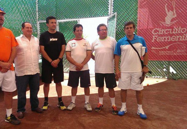 El curso impartido por MikeBarrel abordó la situación actual y el futuro del tenis juvenil. (Marco Moreno/Milenio Novedades)