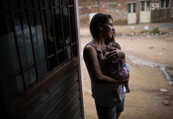 Brasil destinará fondos para desarrolla una vacuna contra el virus del Zika; los daños causados a la salud por esa enfermedad han alcanzado incluso a los recién nacidos: más de mil 500 ya fueron diagnosticado con microcefalia. La imagen está utilizada con fines ilustrativos. (AP)