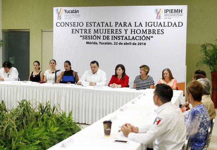 Con el titular de la Secretaría General de Gobierno (SGG), Roberto Rodríguez Asaf, como presidente, este viernes fue instalado el Consejo Estatal para la Igualdad entre Hombres y Mujeres. (Foto cortesía del Gobierno de Yucatán)