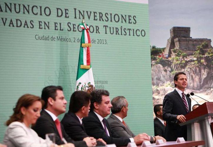 EPN informó que en total arribaron a México vía aérea más de cuatro millones 350 pasajeros. (presidencia.gob.mx)