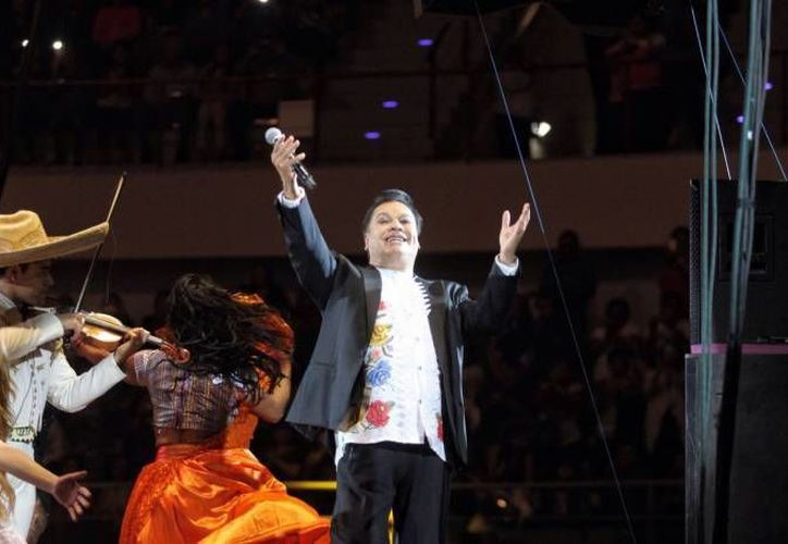 El cantante Juan Gabriel se presentó por última ocasión en el estado, en febrero pasado. (Milenio Novedades)