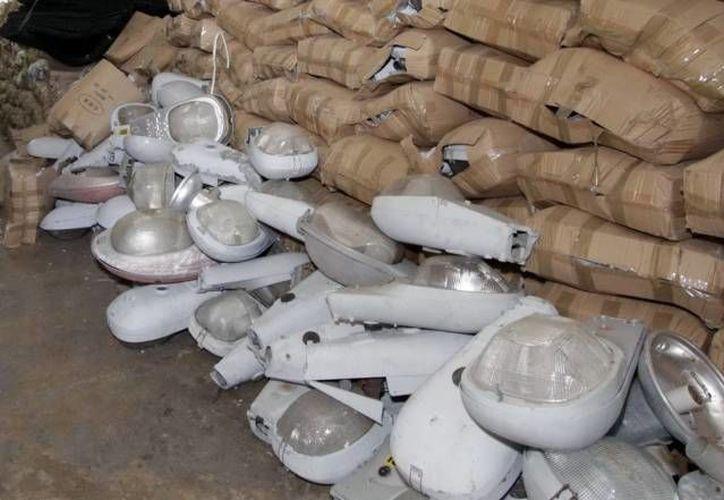 El Ayuntamiento de Mérida dice que no está obligado a pagarle a  AB&C Leasing por la renta de las luminarias. (SIPSE/Archivo)