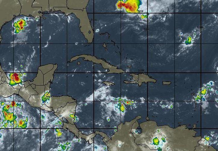Aproximadamente a mil 550 km al nor-noreste de las costas de Quintana Roo. (Intellicast)