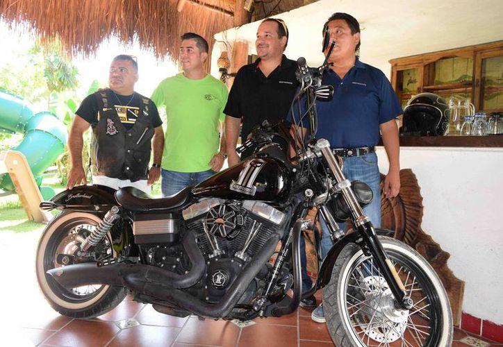 Los amantes de las motocicletas se reunirán en dos semanas, para darle un plus a la promoción turística de la Isla de las Golondrinas. (Gustavo Villegas/SIPSE)