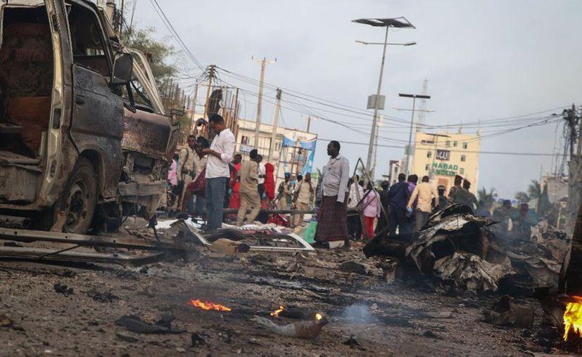 El ataque suicida contra un hotel de Somalia que se adjudicó el grupo islámico Al-Shabab, ha cobrado la vida de 39 personas. (AFP)