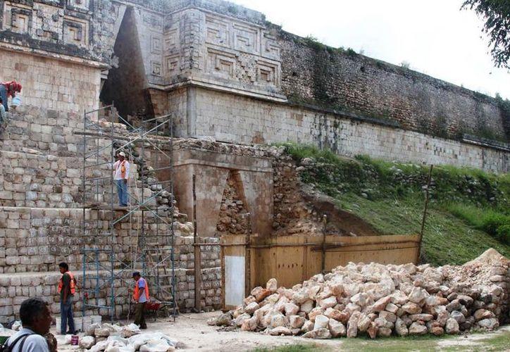 Imagen de los trabajos que realizan los arqueólogos en Uxmal. (Foto INAH Yucatán)