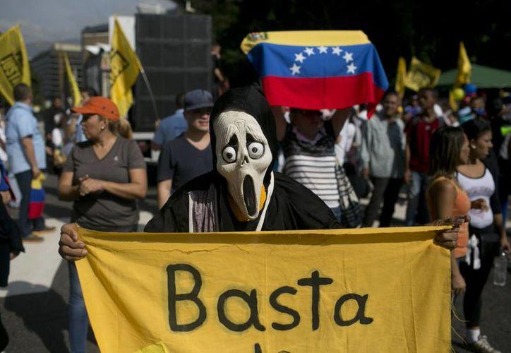 Las marchas opositoras contra el gobierno de Nicolás Maduro se realizaron este miércoles en las principales ciudades de Venezuela. (AP/ Alejandro Cegarra)