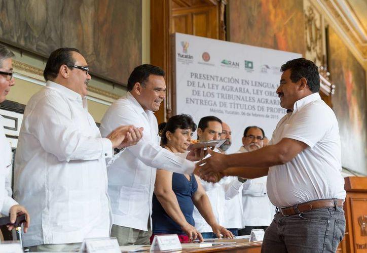 La presentación de las leyes agrarias traducidas al maya se hizo en el Salón de la Historia del Palacio de Gobierno de Yucatán. (SIPSE)