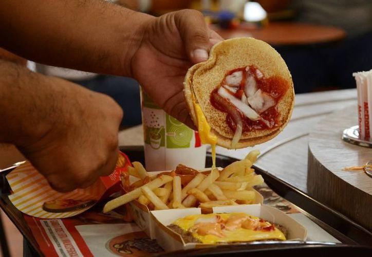 De cada 10 habitantes en Playa del Carmen tres presentan algún tipo de problema de nutrición. (Redacción/SIPSE).