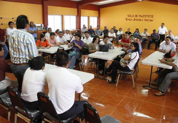Rafael González Sabido, líder de la Sección 25 de SNTE invitó a los directores y secretarios generales para que unan fuerzas y que no se vea un magisterio dividido. (Tomás Álvarez/SIPSE)
