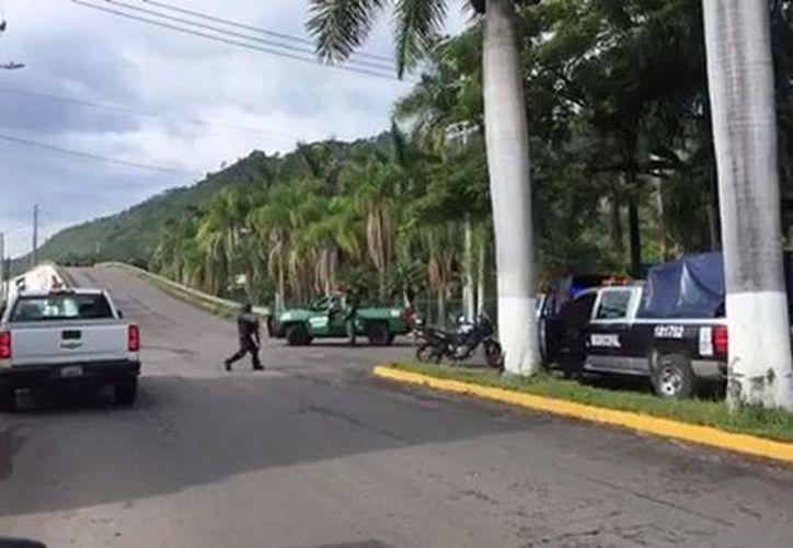 Sujetos abrieron fuego contra una patrulla estacionada en Tepic, Nayarit. (Contexto/Internet).