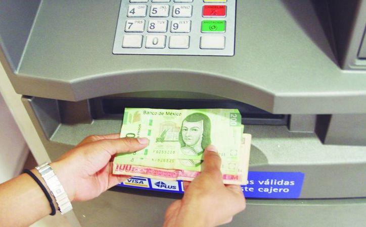 Han estado circulando en la entidad billetes falsos de 100 y 200 pesos. (Archivo SIPSE)