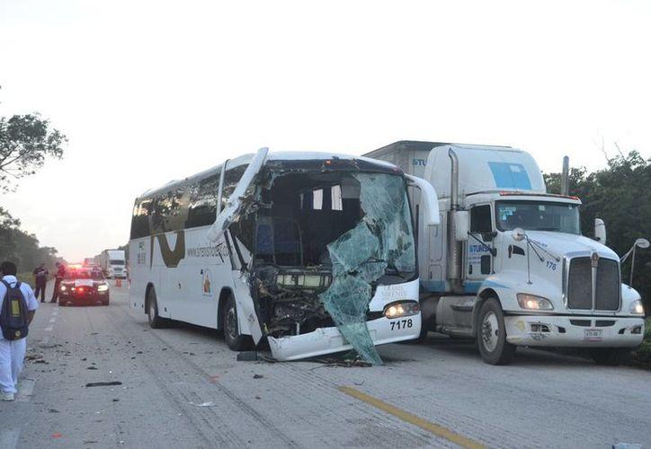 Trabajadores de la Riviera Maya vivieron aparatoso accidente. (Manuel Salazar/SIPSE)
