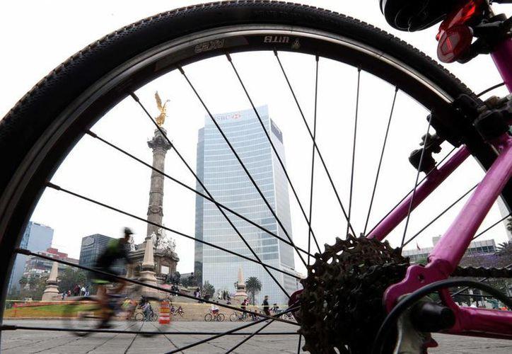 """Todos los domingos se lleva a cabo en la Ciudad de México el paseo en bicicleta """"Muévete en Bici"""", y el Metro otorga facilidades para el transporte de los vehículos. (Archivo/Notimex)"""