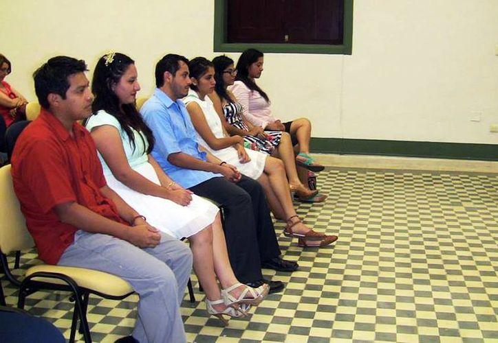 Estudiantes escuchan atentamente su clase en un salón del Centro Peninsular en Humanidades y Ciencias Sociales. (Milenio Novedades)