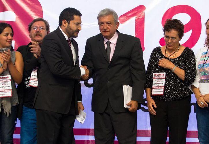 artí Batres y Andrés Manuel López Obrador durante el primer Congreso Nacional del Movimiento Regeneración Nacional (Morena). (Archivo Notimex)
