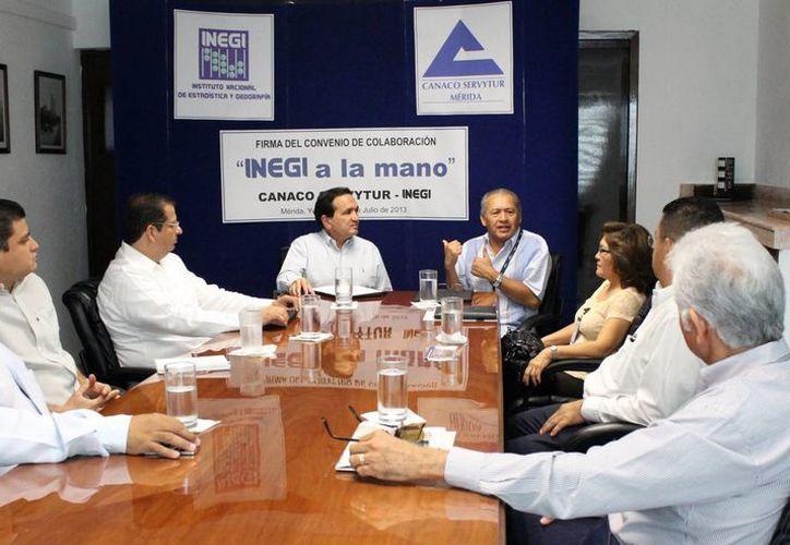 Reunión Canaco-Inegi, en donde se firmó el convenio. (Milenio Novedades)