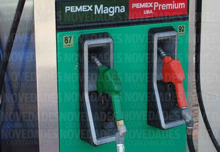 Los precios de la gasolina siguen incrementando. (Redacción)