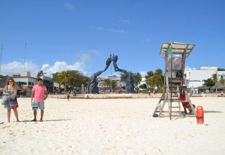 En la playa frente al parque Fundadores se instalaría la primera infraestructura. (Yenny Gaona/SIPSE)