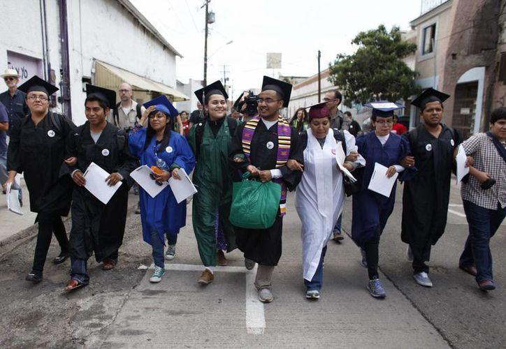 El mensaje de los jóvenes al presidente Obama constituye una crítica a la cifra récord de deportaciones registrada durante su gobierno. (Agencias)