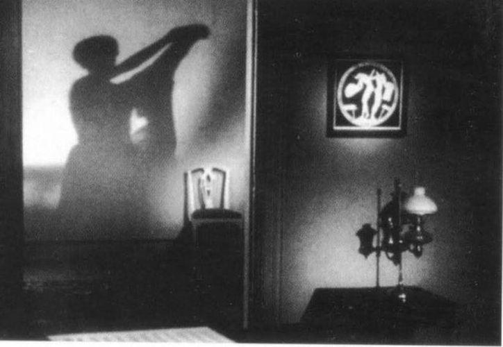 Una sombra como ésta vio el inquilino en el departamento; al parecer, era de la difunta dueña. (Jorge Moreno/SIPSE)
