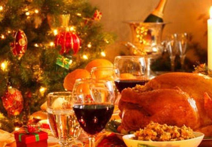Los paquetes de cena de Navidad incluyen el tradicional pavo y romeritos. (Contexto/Internet)