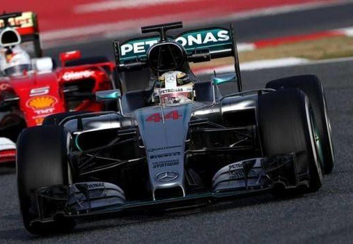 Ferrari y Mercedes lucen como los favoritos para pelear por el campeonato de la Fórmula Uno.(Archivo AP)
