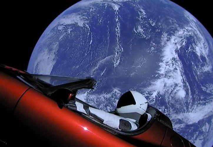 Elon Musk lo puso en órbita al lanzar con éxito el poderoso cohete Falcon Heavy de su compañía aeroespacial. (Space X)