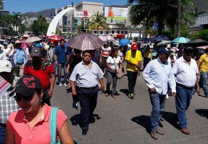 La Secretaría de Educación Pública informó el cese de casi mil maestros de Guerrero por no realizar ninguna de las cuatro etapas de la evaluación de desempeño docente. (Milenio Digital)