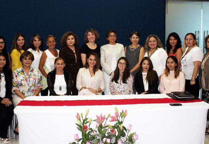 La conferencia 'Violencia Política contra las Mujeres' fue organizada por el Tribunal Electoral del Estado. (Milenio Novedades)