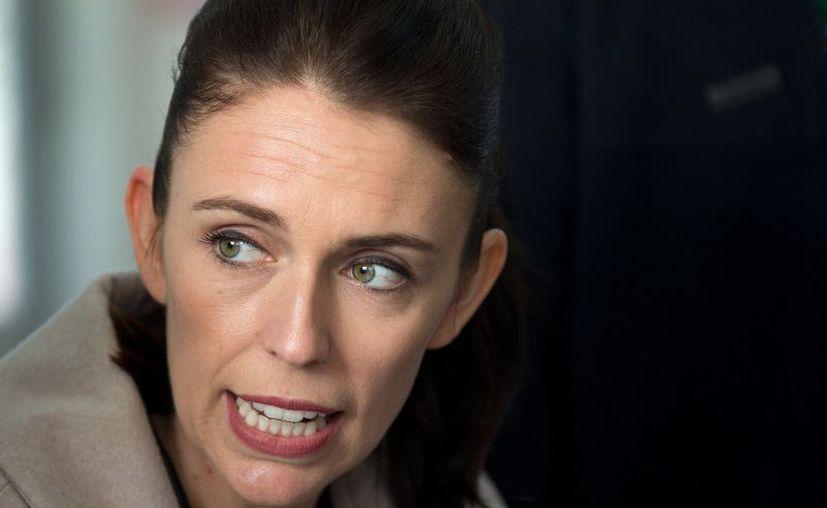Ardern indicó a los reporteros que todas las opciones para restringir la violencia con armas de fuego serán consideradas. (Foto: AP)
