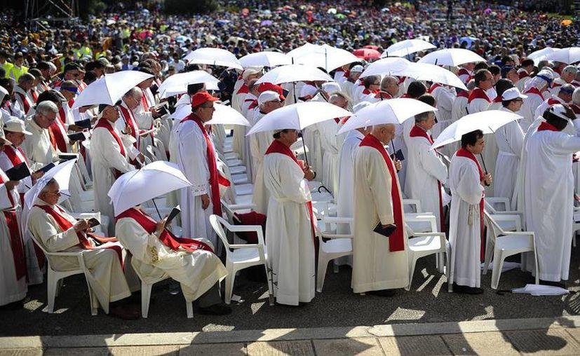 La mayoría de los asistentes era integrantes de alguna congregración religiosa, aunque también había familiares de los beatos. (Agencias)