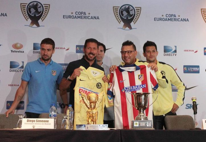 En conferencia de prensa, el director técnico del América, Antonio Mohamed y del Atlético de Madrid, Diego Simeone, dieron los pormenores previos al partido que se disputará ste miércoles en el Estadio Azteca. (Notimex)