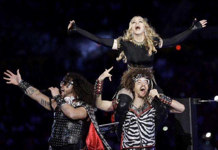 La cantante durante uno de sus aclamados conciertos, con LMFAO. (Agencias)