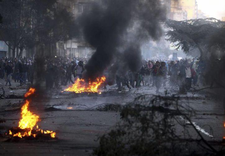 Varios simpatizantes de los Hermanos Musulmanes participan en una protesta en El Cairo, Egipto. (EFE)