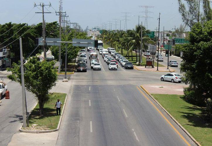 Colegio de Arquitectos busca opciones para darle más fluidez a la circulación vehicular en Playa del Carmen. (SIPSE)