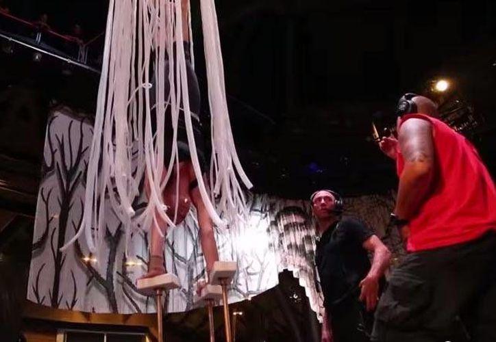 Los artistas, provenientes de 15 países, ya se encuentran en Riviera Maya, ensayando para la próxima inauguración del espectáculo. (Redacción/SIPSE)
