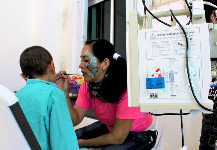 El objetivo de los organizadores es obtener donaciones para fabricar por lo menos 12 pelucas para el mismo número de pacientes.