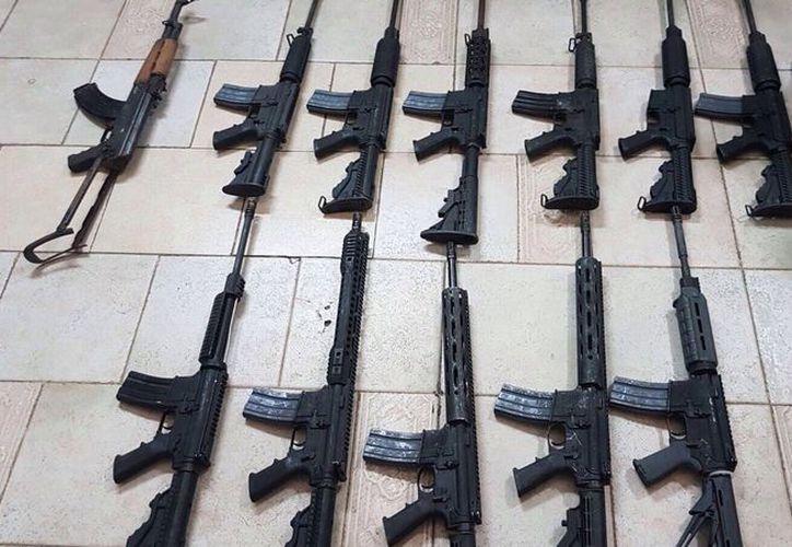 El armamento pasa con facilidad en la frontera México-Estados Unidos.(Foto: elhorizonte.mx)